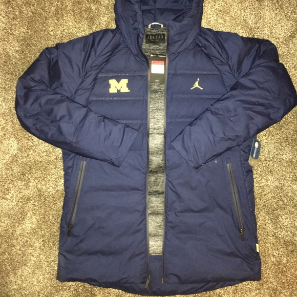 01281946c537 Michigan Wolverines Jordan AeroLoft Parka Jacket L